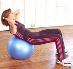 Ejercicios abdominales en pelota suiza