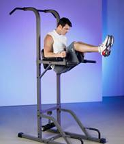 Ejercicio abdominales levantamiento de piernas en maquina
