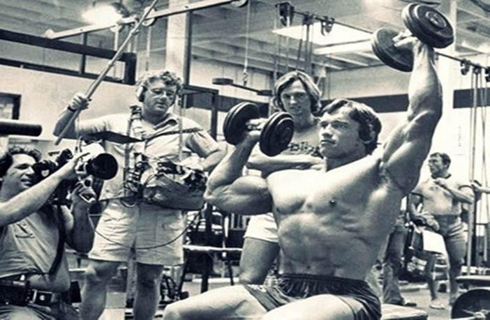 Problemas de hombros de Arnold Schwarzenegger