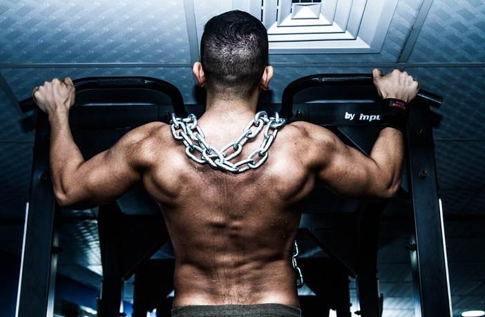 Entrenar fuerza en el gimnasio