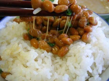 Natto en arroz
