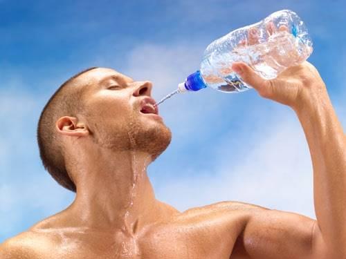 beber agua para deshidratación