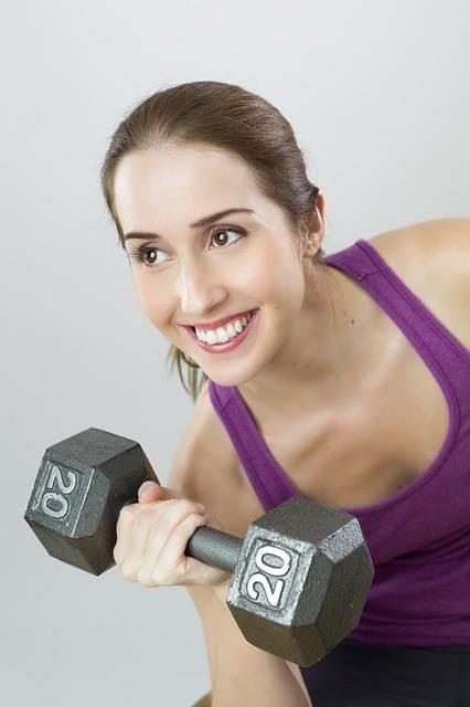Entrenamiento con pesas mujer