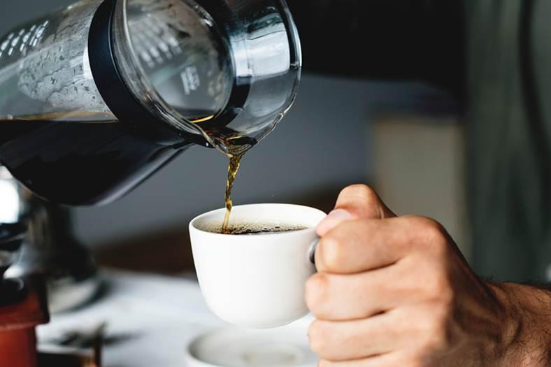 Poniendo un café