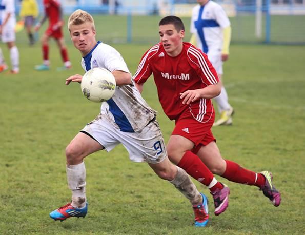 jugadores de fútbol en campo