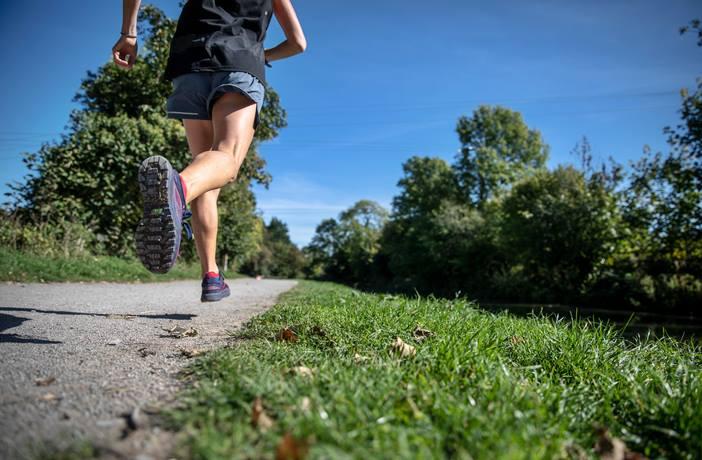 ejercicio cardio al aire libre