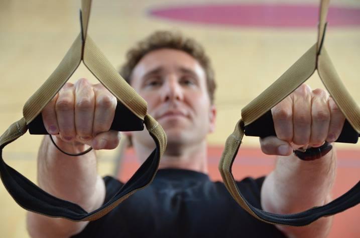curl de bíceps trx entrenamiento