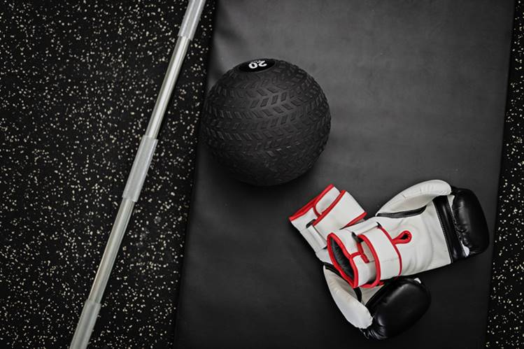 Balón medicinal para perder grasa en el gimnasio