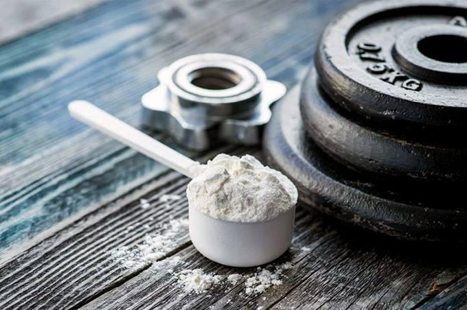 La creatina es un ácido orgánico nitrogenado que ayuda a suministrar energía a las células de todo el cuerpo, particularmente a las células musculares.