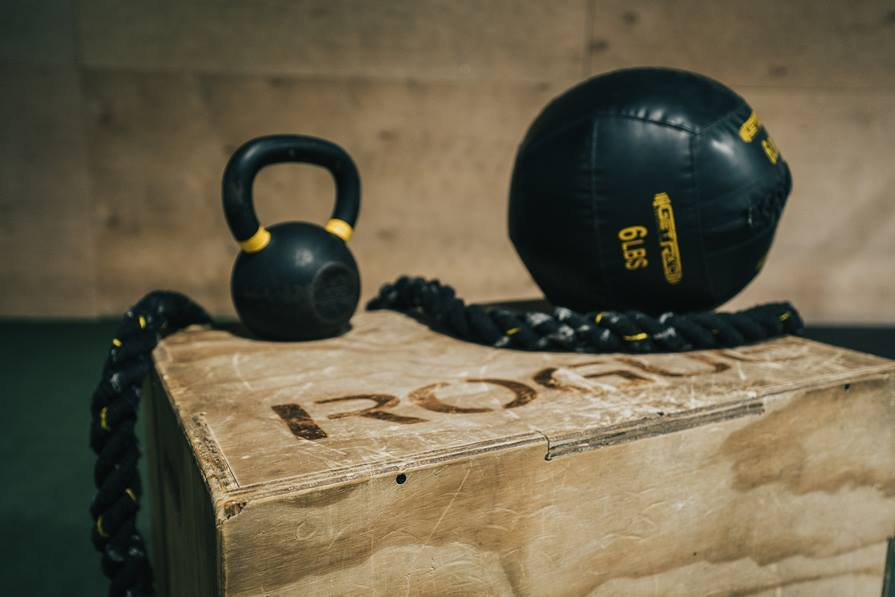 ejercicios con pesas rusas para desarrollar fuerza