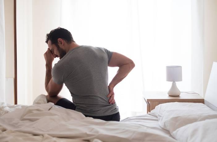 dolor de espalda al levantarte de la cama