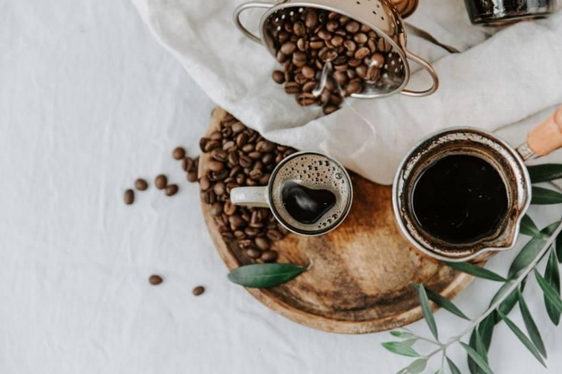 El uso de cafeína está muy extendido en el deporte, con una fuerte base de evidencia que demuestra su efecto ergogénico.