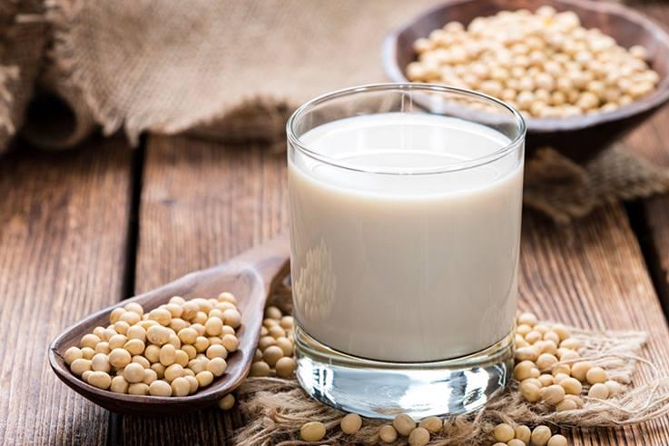 La proteína de soja es muy popular como proveedor de proteínas entre los atletas y culturistas. Proporciona muchas proteínas con todos los aminoácidos esenciales.