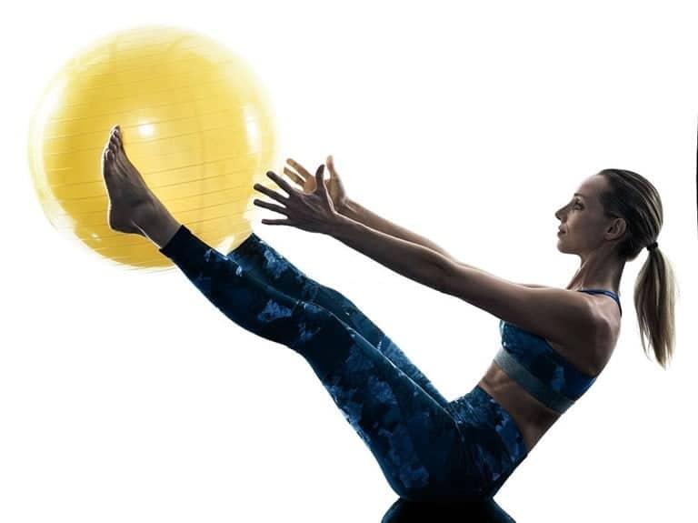 Elevacion de piernas con fitball para abdominales.